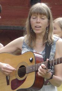 http://vindafrid.nu/img/cajsa_ty_09webb4_guitar.jpg